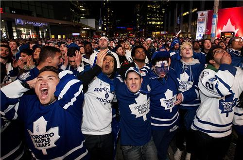 Toronto-Fans-React-to-Losing-Game-7-Against-Boston-Bruins